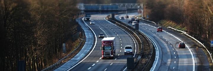 Motorväg med ganska lite trafik